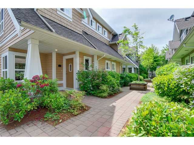 """Photo 2: Photos: 25 2688 MOUNTAIN Highway in North Vancouver: Westlynn Townhouse for sale in """"CRAFTSMAN ESTATES"""" : MLS®# V1073311"""