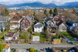 "Photo 17: 2142 NAPIER Street in Vancouver: Grandview Woodland House for sale in ""Grandview Woodland"" (Vancouver East)  : MLS®# R2450268"