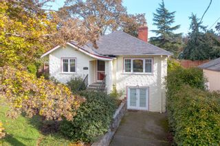 Main Photo: 2747 Grosvenor Rd in Victoria: Vi Oaklands House for sale : MLS®# 888686