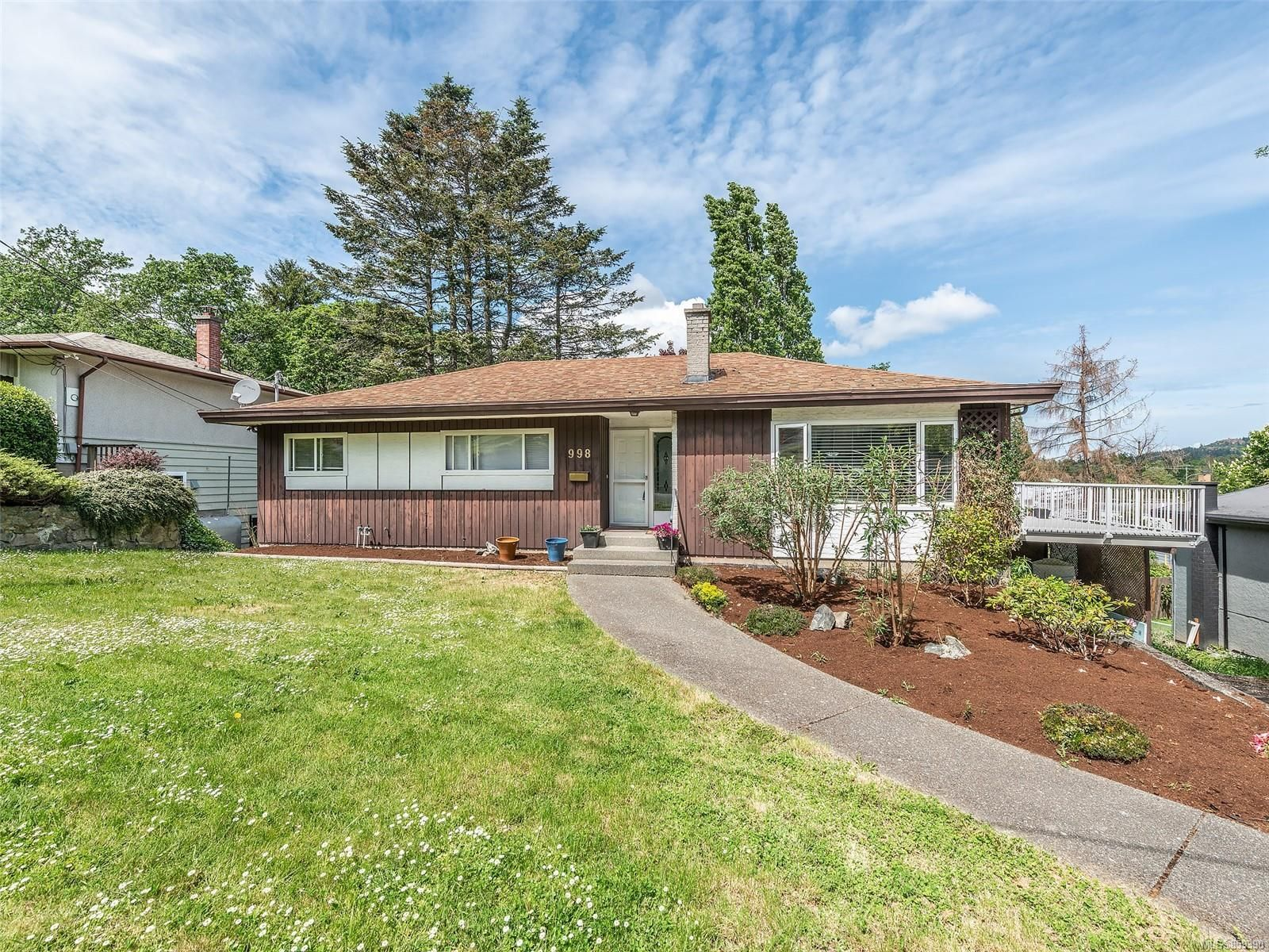 Main Photo: 998 Karen Cres in : SE Quadra House for sale (Saanich East)  : MLS®# 859390