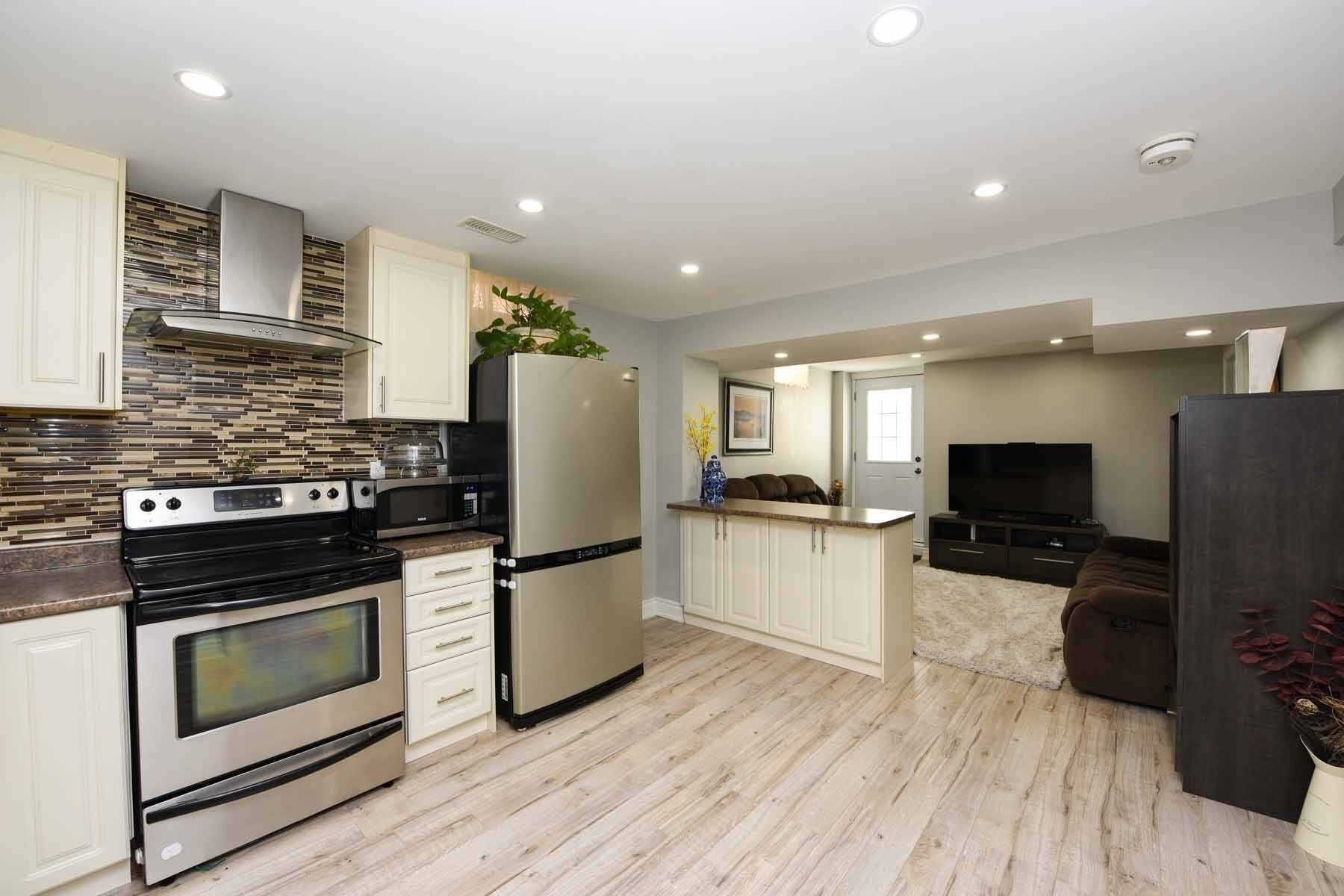 Photo 2: Photos: 20 Hallen Road in Brampton: Fletcher's West House (Apartment) for lease : MLS®# W5074220