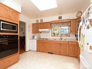 Photo 8: 982 Glenview Pl in VICTORIA: La Glen Lake House for sale (Langford)  : MLS®# 814984