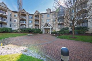 Photo 1: 304-20894 Langley in Langley: Langley City Condo for sale : MLS®# R2368295
