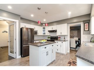 """Photo 6: 18677 61A Avenue in Surrey: Cloverdale BC House for sale in """"EAGLECREST"""" (Cloverdale)  : MLS®# R2426392"""