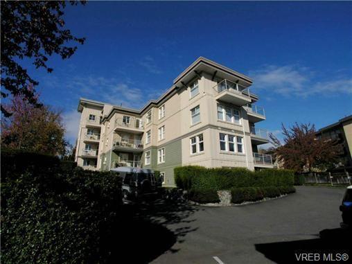 Main Photo: 407 141 E Gorge Rd in VICTORIA: Vi Burnside Condo for sale (Victoria)  : MLS®# 664284
