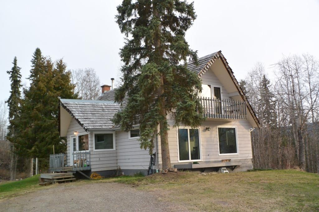 Main Photo: 200 LAIDLAW Road in Smithers: Smithers - Rural House for sale (Smithers And Area (Zone 54))  : MLS®# R2453029