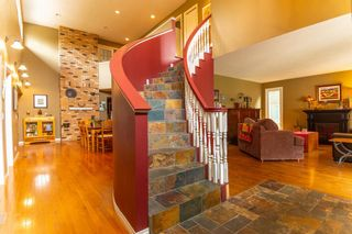 Photo 5: 4 Silvergrove Place NW in Calgary: Silver Springs Detached for sale : MLS®# A1148856