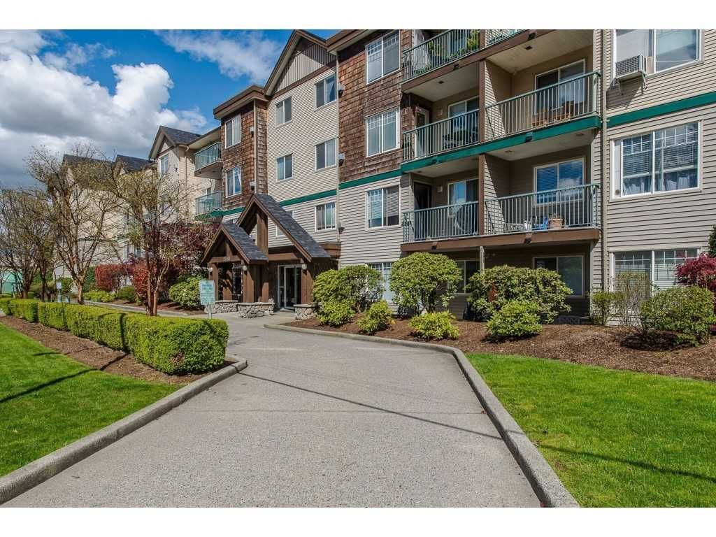 """Main Photo: 403 2350 WESTERLY Street in Abbotsford: Abbotsford West Condo for sale in """"Stonecroft Estates"""" : MLS®# R2359486"""