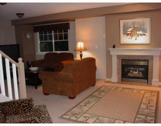 """Photo 2: 17 3300 PLATEAU Boulevard in Coquitlam: Westwood Plateau Townhouse for sale in """"BOULEVARD GREEN"""" : MLS®# V653196"""
