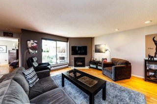"""Photo 2: 2201 33 CHESTERFIELD Place in North Vancouver: Lower Lonsdale Condo for sale in """"Harbourview Park"""" : MLS®# R2549622"""