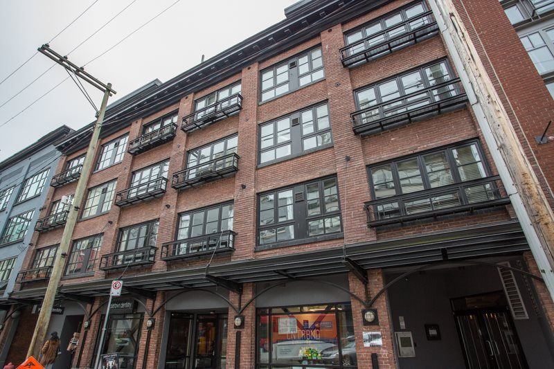 """Main Photo: 404 1066 HAMILTON Street in Vancouver: Yaletown Condo for sale in """"The New Yorker"""" (Vancouver West)  : MLS®# R2437026"""