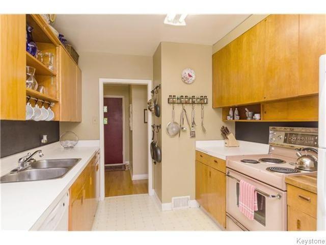 Photo 6: Photos: 583 Montrose Street in Winnipeg: River Heights / Tuxedo / Linden Woods Residential for sale (South Winnipeg)  : MLS®# 1620813