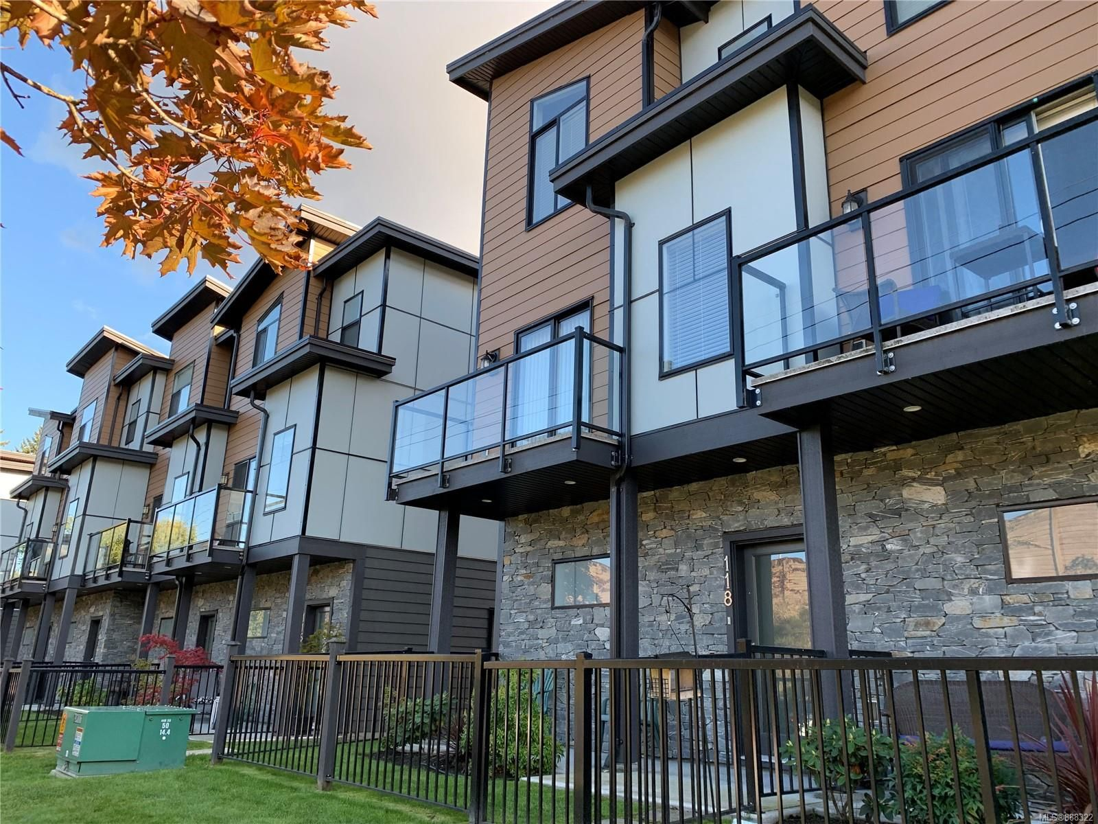 Main Photo: 118 687 Strandlund Ave in Langford: La Langford Proper Row/Townhouse for sale : MLS®# 888322