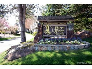 Photo 2: 42 901 Kentwood Lane in VICTORIA: SE Broadmead Row/Townhouse for sale (Saanich East)  : MLS®# 727195
