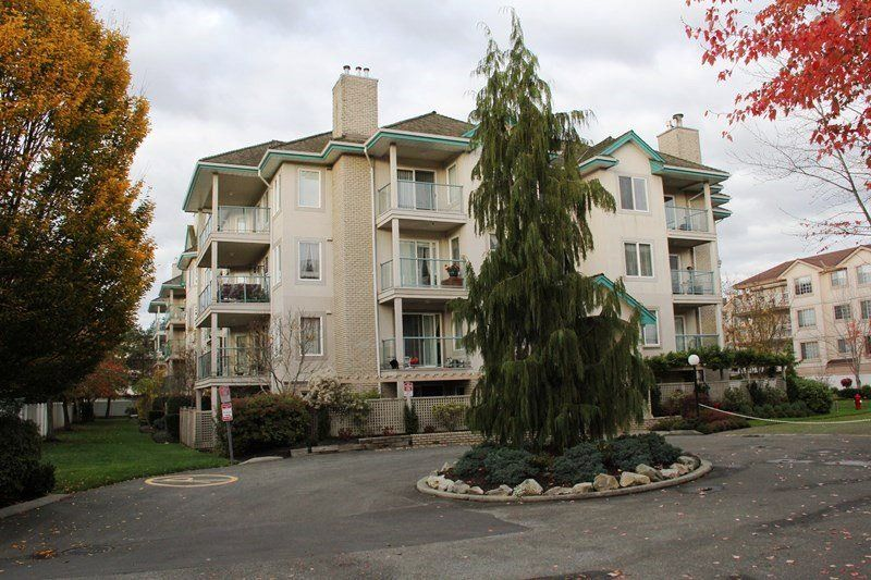 Main Photo: 404 20453 53 AVENUE in Langley: Langley City Condo for sale : MLS®# R2120225