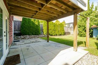 """Photo 28: 850 PARKER Street: White Rock House for sale in """"EAST BEACH"""" (South Surrey White Rock)  : MLS®# R2587340"""