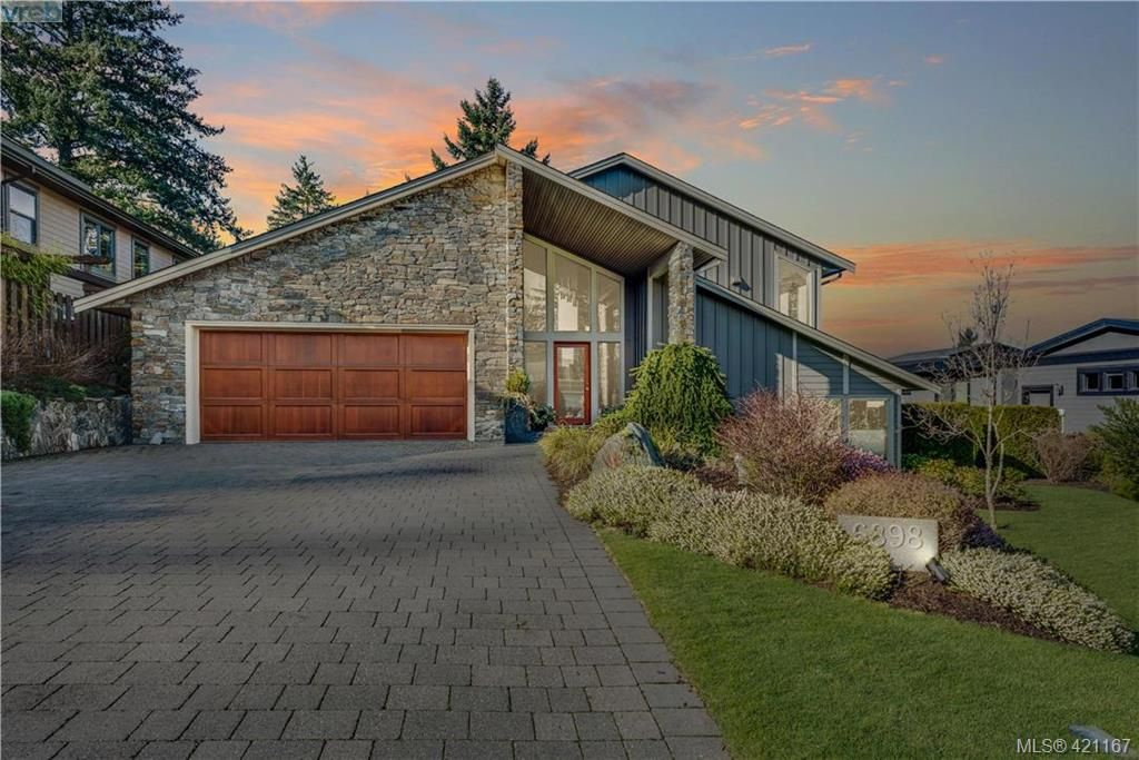 Main Photo: 6898 Mckenna Crt in BRENTWOOD BAY: CS Brentwood Bay House for sale (Central Saanich)  : MLS®# 833582