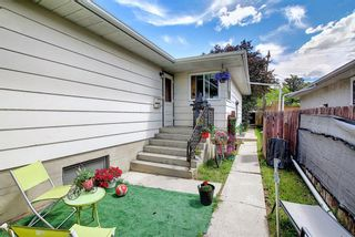 Photo 2: 3224 14 Street NW in Calgary: Rosemont Duplex for sale : MLS®# A1123509