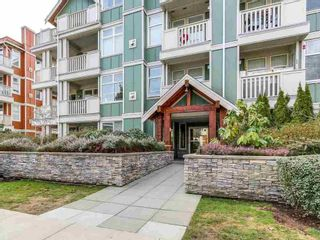 Photo 2: 402 15350 16A AVENUE in South Surrey White Rock: King George Corridor Home for sale ()  : MLS®# R2245062