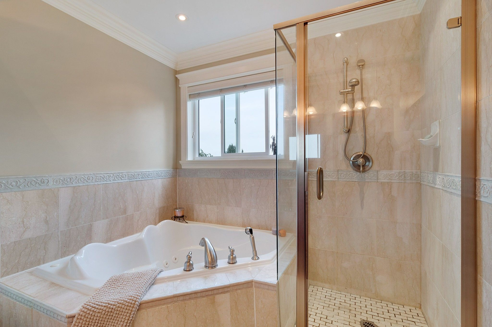 Photo 18: Photos: 1237 DYCK Road in North Vancouver: Lynn Valley House for sale : MLS®# R2374868