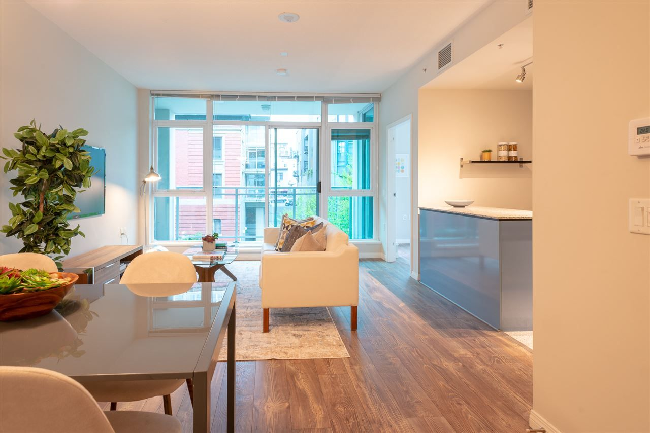 """Main Photo: 402 100 E ESPLANADE Street in North Vancouver: Lower Lonsdale Condo for sale in """"The Landing"""" : MLS®# R2357856"""