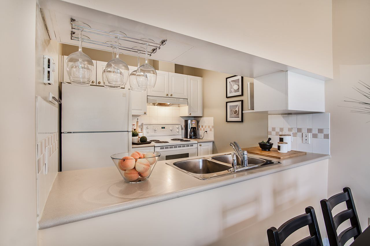 """Photo 8: Photos: 409 929 W 16TH Avenue in Vancouver: Fairview VW Condo for sale in """"OAKVIEW GARDENS"""" (Vancouver West)  : MLS®# R2189624"""
