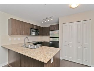 "Photo 7: 216 8915 202 Street in Langley: Walnut Grove Condo for sale in ""Hawthorne"" : MLS®# R2573295"