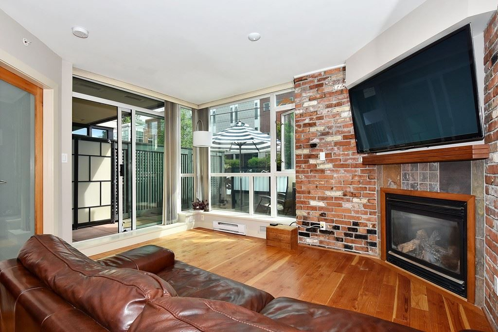 """Main Photo: 106 2515 ONTARIO Street in Vancouver: Mount Pleasant VW Condo for sale in """"ELEMENTS"""" (Vancouver West)  : MLS®# R2385133"""
