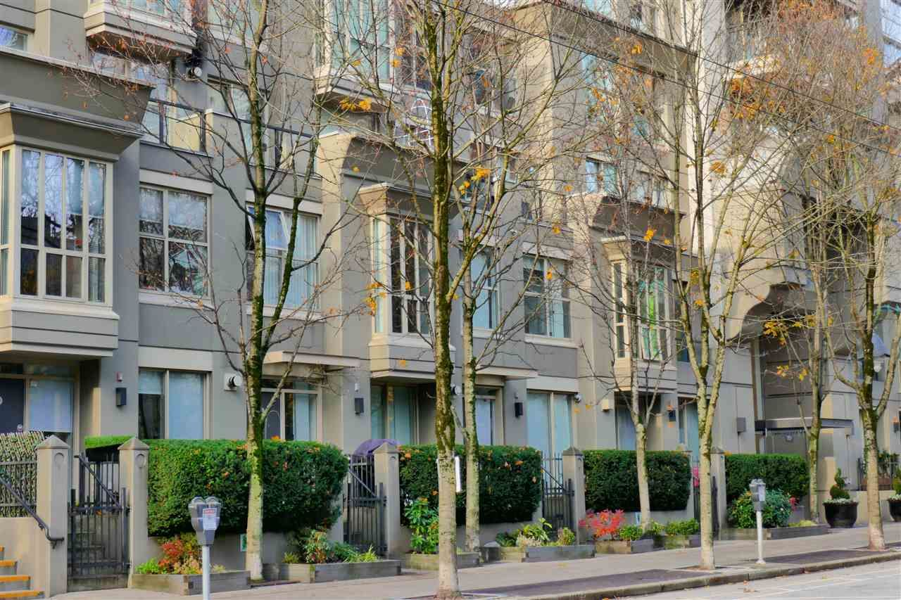 """Main Photo: 407 969 RICHARDS Street in Vancouver: Downtown VW Condo for sale in """"MONDRIAN II"""" (Vancouver West)  : MLS®# R2419984"""