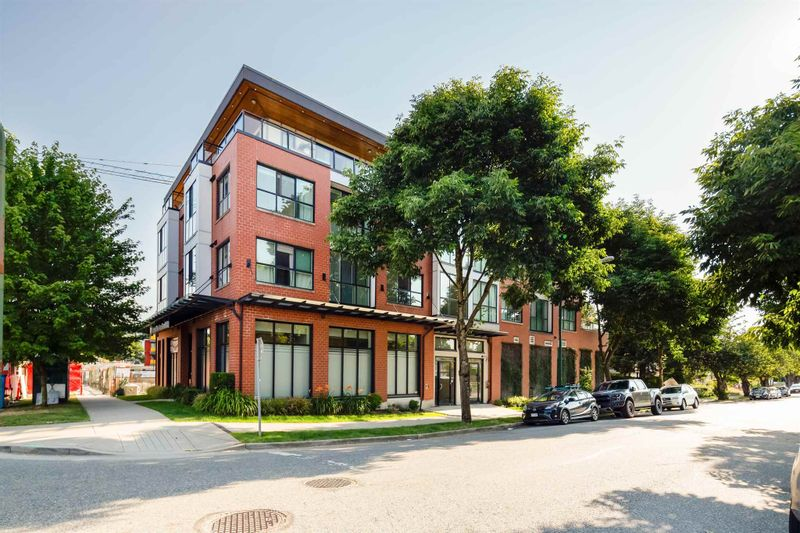 FEATURED LISTING: 301 - 688 18TH Avenue East Vancouver