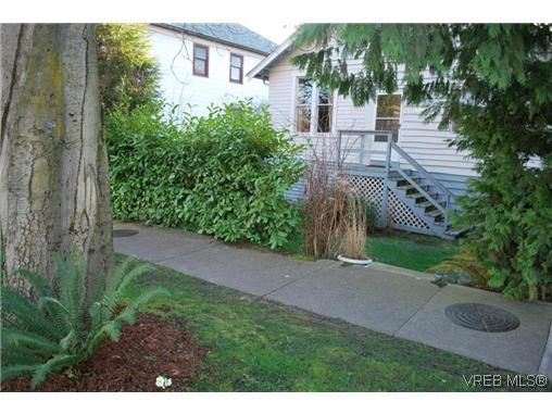 Main Photo: 2516 Fernwood Rd in VICTORIA: Vi Oaklands House for sale (Victoria)  : MLS®# 632552