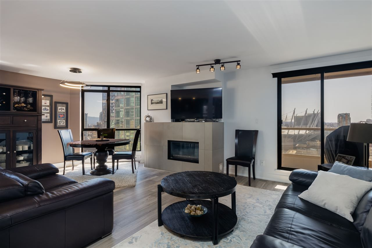 """Photo 2: Photos: 2101 867 HAMILTON Street in Vancouver: Downtown VW Condo for sale in """"Jardine's Lookout"""" (Vancouver West)  : MLS®# R2569511"""