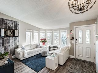Photo 4: 71 Strathaven Circle SW in Calgary: Strathcona Park Detached for sale : MLS®# A1079924