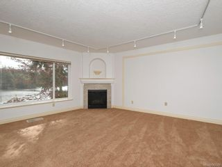 Photo 3: 3 1 Dukrill Rd in View Royal: VR Six Mile Row/Townhouse for sale : MLS®# 845529