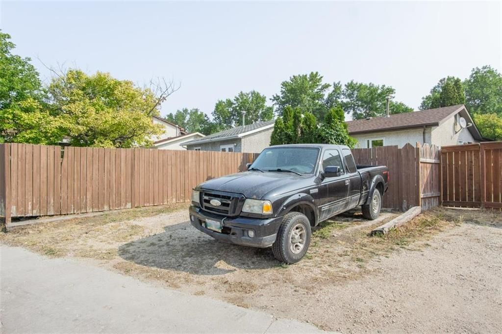 Photo 30: Photos: 31 Lamirande Place in Winnipeg: Richmond Lakes Residential for sale (1Q)  : MLS®# 202119515