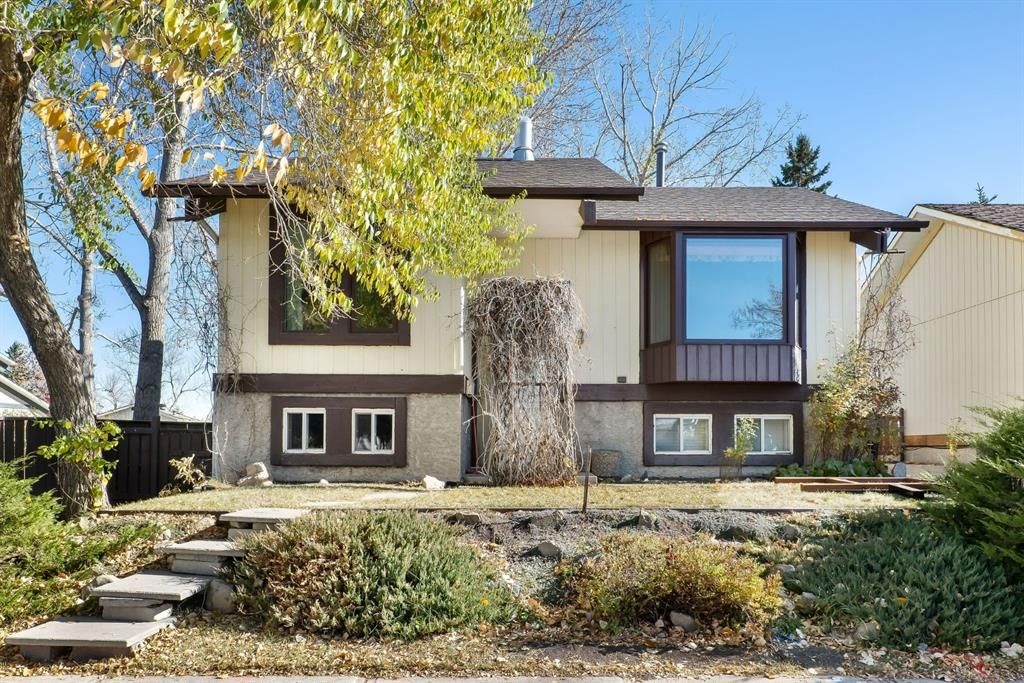 Main Photo: 816 Whitehill Way NE in Calgary: Whitehorn Detached for sale : MLS®# A1154099