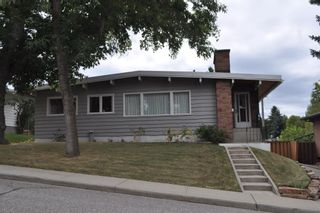 Photo 1: 2619 34 Avenue NW in Calgary: Charleswood Detached for sale : MLS®# A1082403