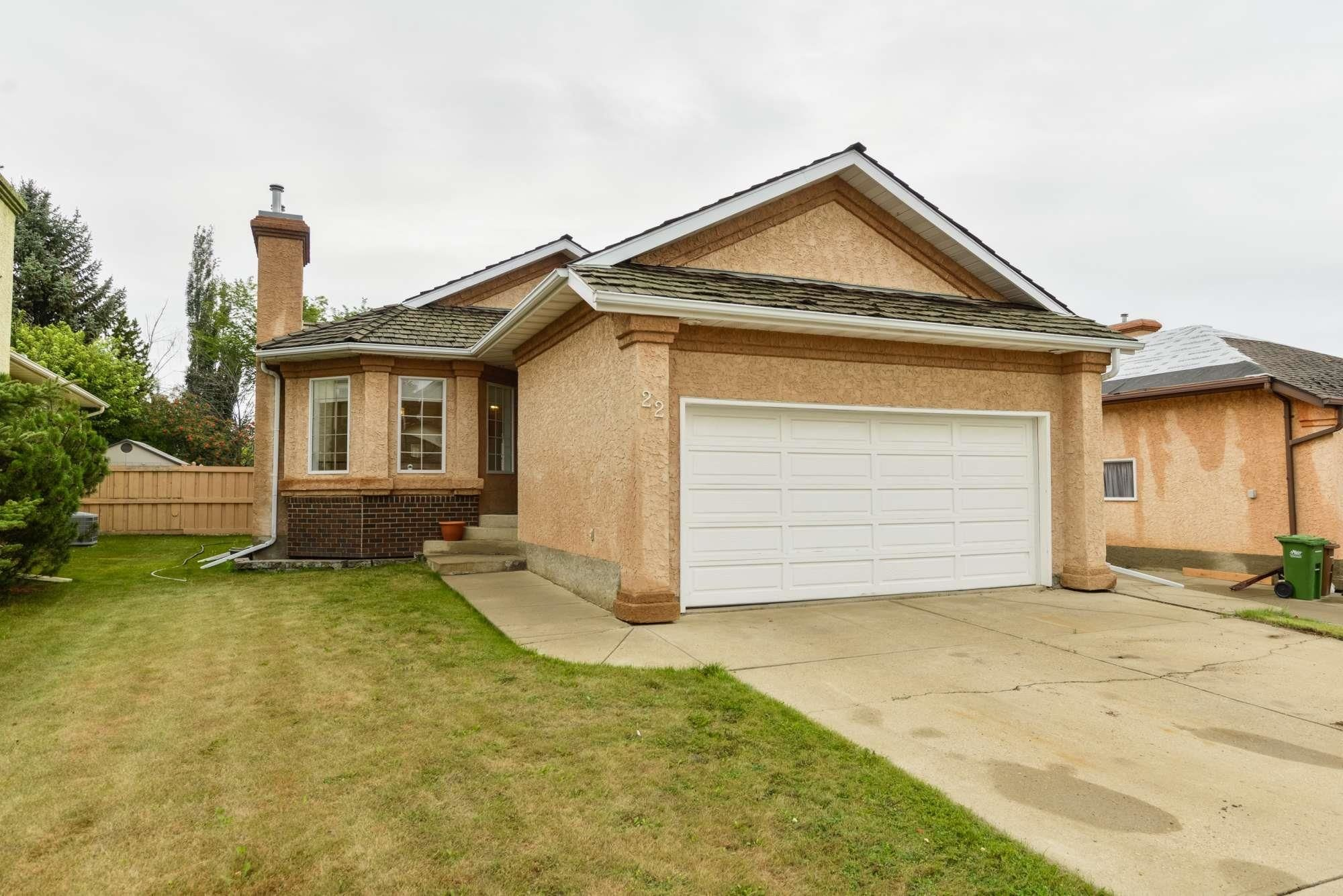 Main Photo: 22 EASTWOOD Place: St. Albert House for sale : MLS®# E4261487
