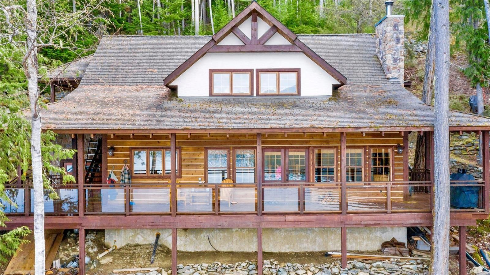 Main Photo: 7201 900 Forest Road, in Eagle Bay: House for sale : MLS®# 10229627