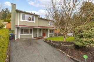Photo 1: 784 APPLEYARD Court in Port Moody: North Shore Pt Moody House for sale : MLS®# R2541505