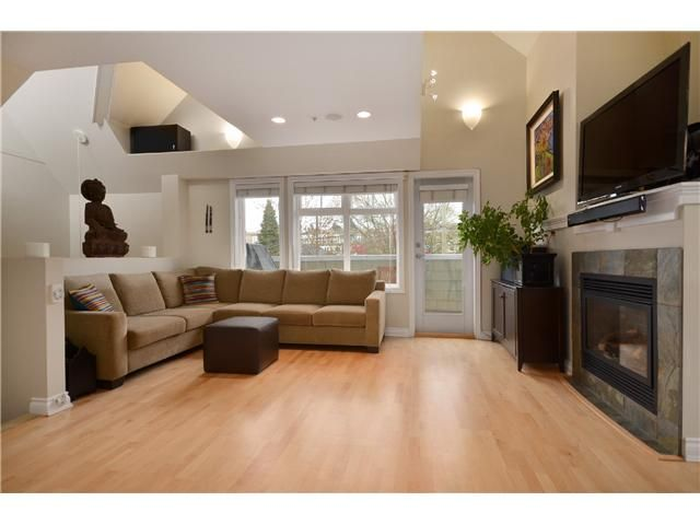 Photo 2: Photos: 2585 W 8TH Avenue in Vancouver: Kitsilano Townhouse for sale (Vancouver West)  : MLS®# V1002578