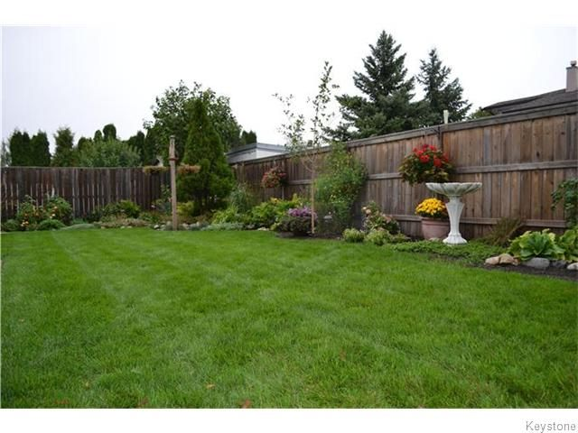 Photo 18: Photos: 27 Woodcroft Bay in WINNIPEG: Maples / Tyndall Park Residential for sale (North West Winnipeg)  : MLS®# 1524460