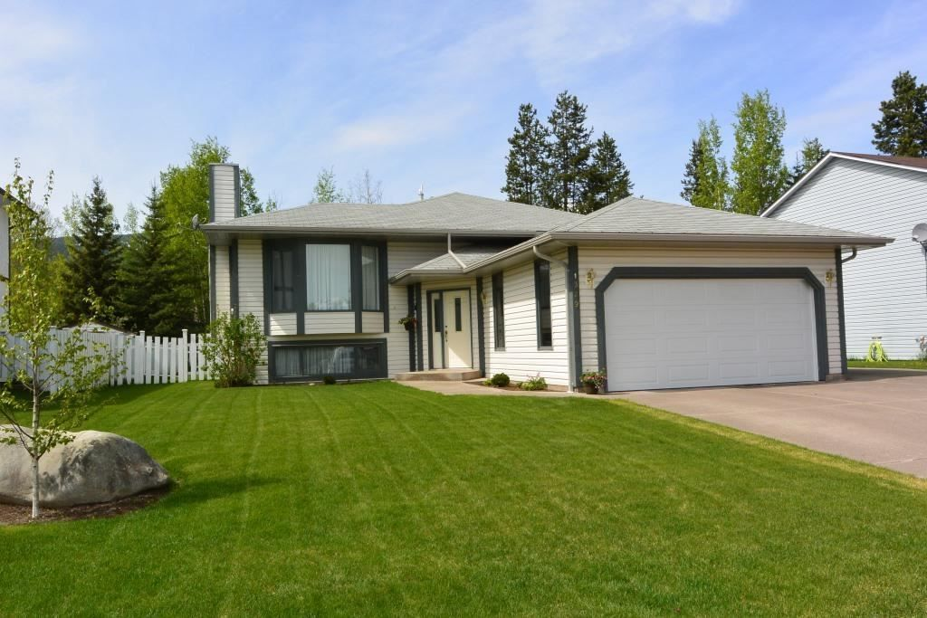 Main Photo: 1329 Driftwood Cresent in Smithers | Spotless Family home