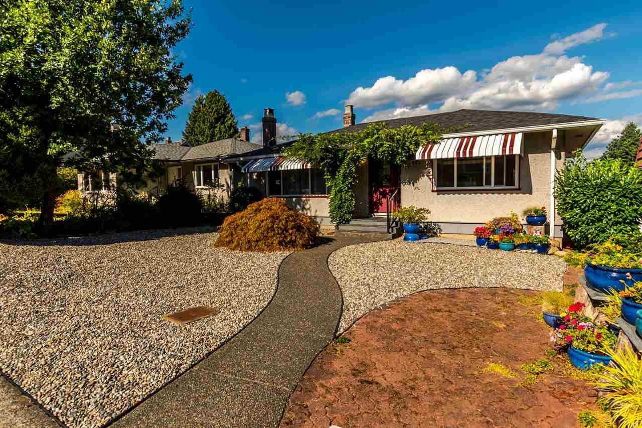 Main Photo: 905 KENT Street in New Westminster: The Heights NW House for sale : MLS®# R2202192