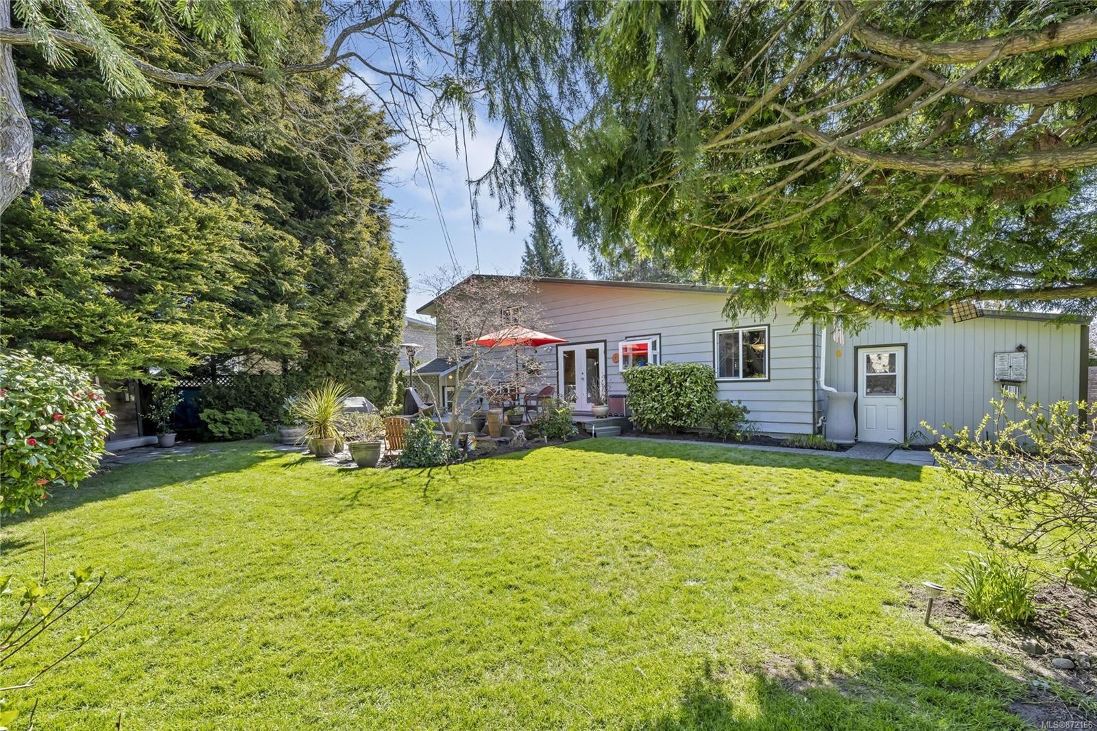 Photo 23: Photos: 1690 Blair Ave in : SE Lambrick Park House for sale (Saanich East)  : MLS®# 872166