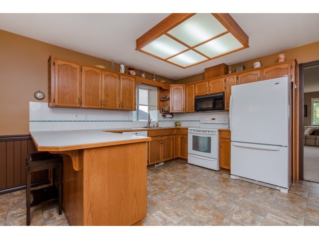 """Photo 11: Photos: 27091 24A Avenue in Langley: Aldergrove Langley House for sale in """"South Aldergrove"""" : MLS®# R2080123"""