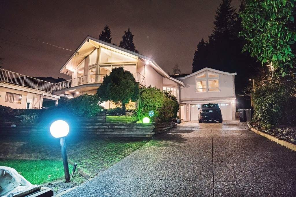 Main Photo: 2960 THE DELL in Coquitlam: Ranch Park House for sale : MLS®# R2126293