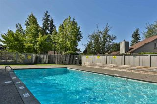 Photo 13: 6143 E GREENSIDE Drive in Surrey: Cloverdale BC Townhouse for sale (Cloverdale)  : MLS®# R2419802