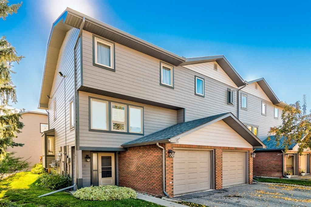 Main Photo: 5 64 Woodacres Crescent SW in Calgary: Woodbine Row/Townhouse for sale : MLS®# A1151250