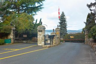 Photo 2: 801 6880 Wallace Dr in BRENTWOOD BAY: CS Brentwood Bay Row/Townhouse for sale (Central Saanich)  : MLS®# 841142